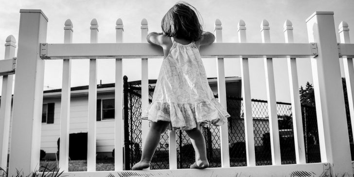 child on fence twitter